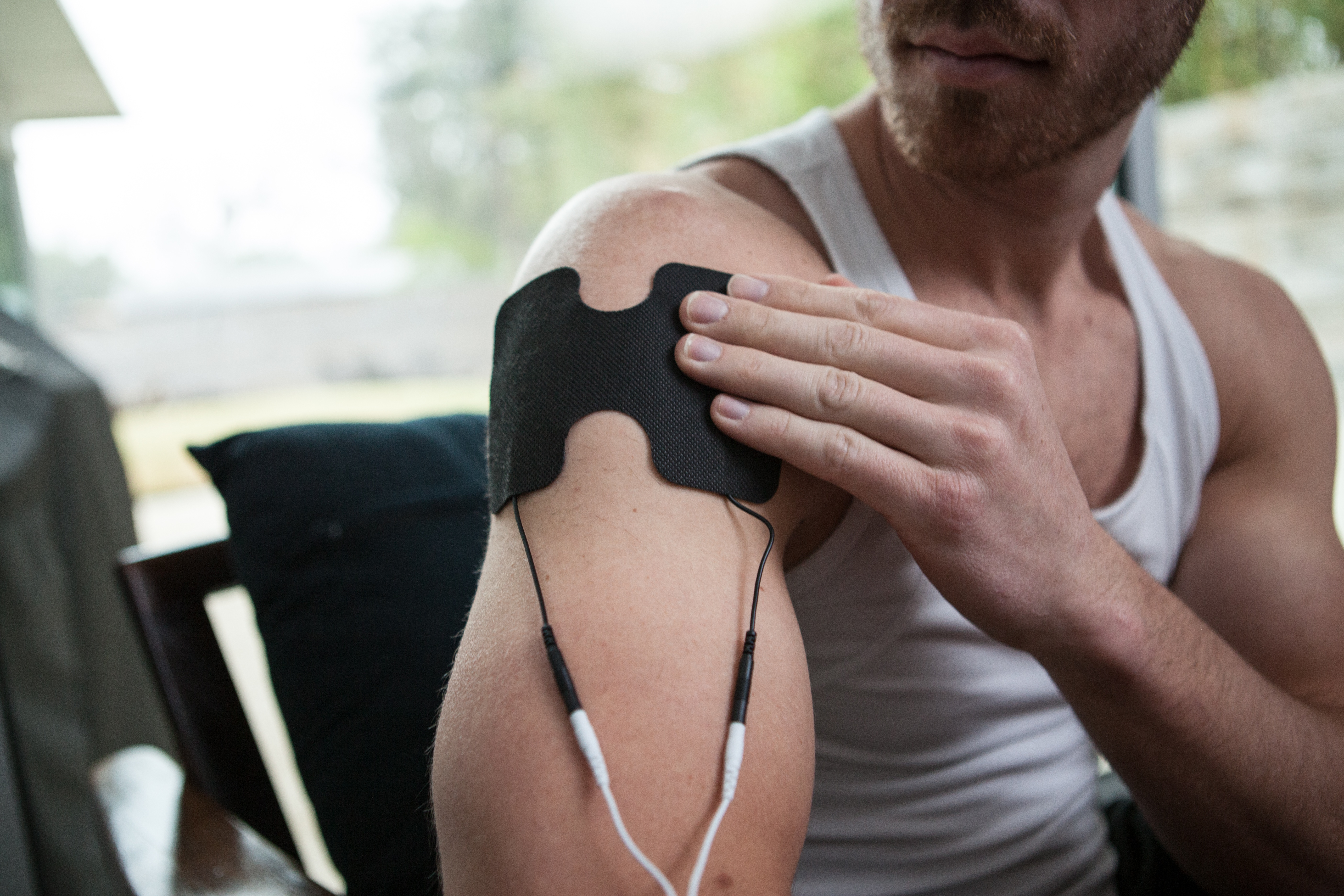 Treating tendonitis of the shoulder with TENS Unit